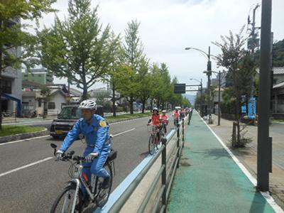 H28.4.1県自転車安全利用促進条例施行3周年記念パレードでヘルメット着用をアピール