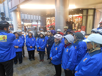 H27.12.10公益社団法人松山シルバー人材センターと実施した啓発活動の様子