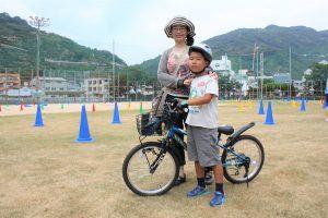 自転車は面白いと話してくれた田川寛明くんとお母さん