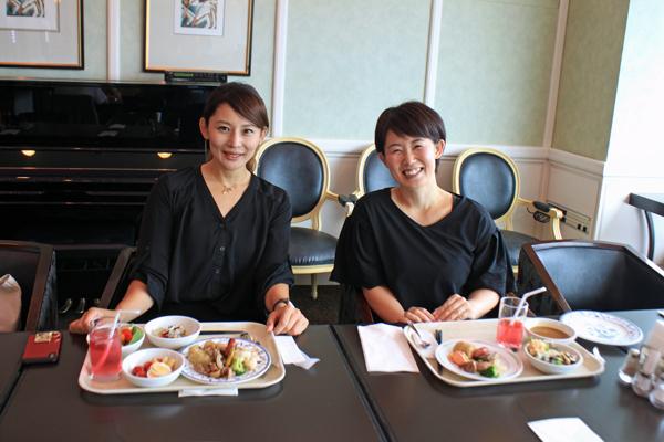 NORIKOさん(左)と参加者の管尚美さん(右)