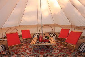 テントとは思えないおしゃれな空間が広がります