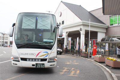 JR松山駅を出発するシャトルバス