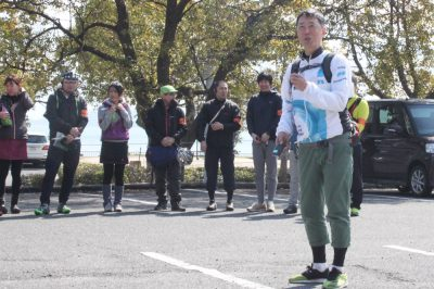 挨拶をする愛媛県自転車新文化推進協会の河上さん