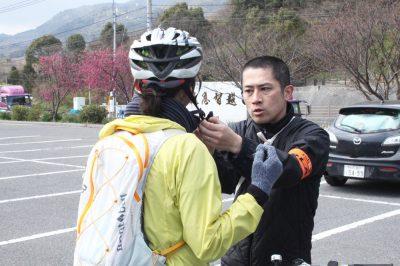 ヘルメットをしっかりとフィッティング