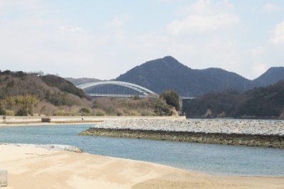 大三島の南海岸から見た大三島橋