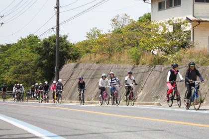 大島大橋に登る前の宮窪地区の坂