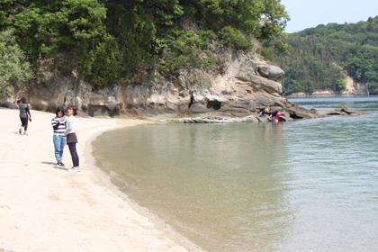 ゆっくりとした時間が流れるキャンプ場下の砂浜