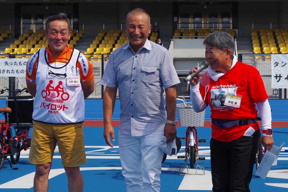 軽快なトークを繰り広げる三好さん(左)、伊藤さん(中)、須賀理事長(右)