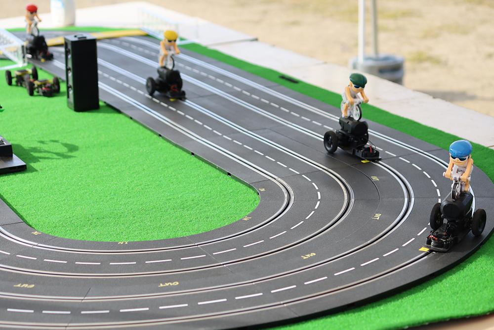サイクル発電スロットカー競争のスロットカー